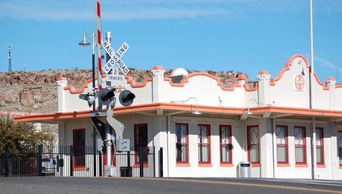mission_style_atsf-bnsf-santa_fe_train_station_kingman-az_2012-01-25